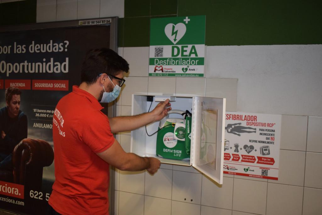 Generalitat comienza a instalar desfibriladores en 47 estaciones de Metrovalencia