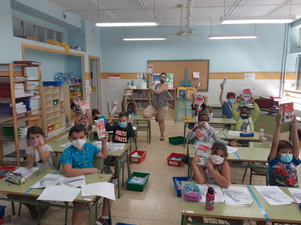 La campaña de Aportem ha permitido que los niños comiencen el curso equipados con el material escolar necesario.