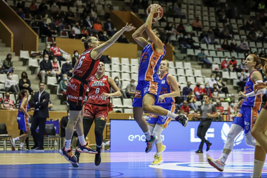 Valencia Basket consigue su primer triunfo frente a Spar Girona (58-68)