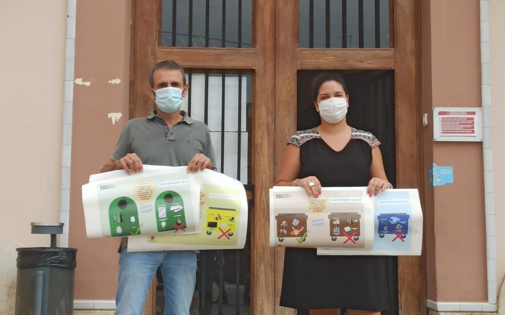 Museros está llevando a cabo una campaña de colocación de vinilos en los principales contenedores municipales