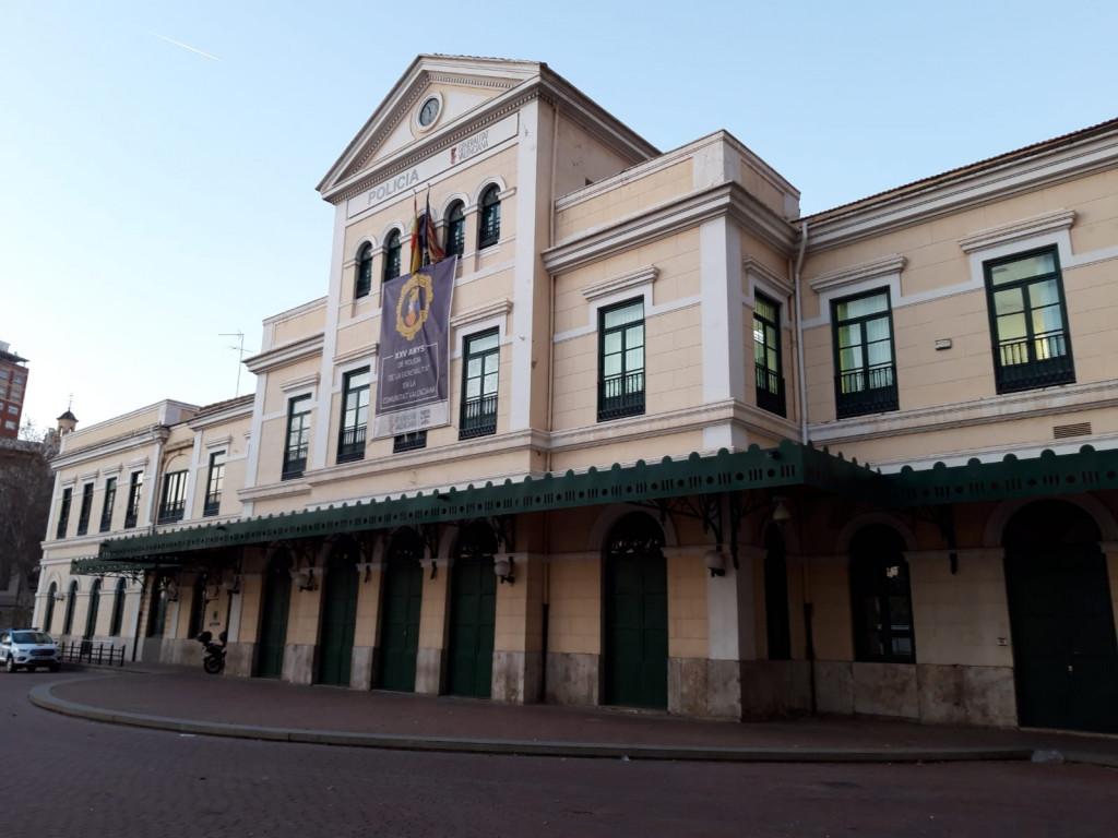 Edificio de la antigua Estación Pont de Fusta, sede de la Unidad adscrita a la Generalitat Valenciana del Cuerpo Nacional de Policía