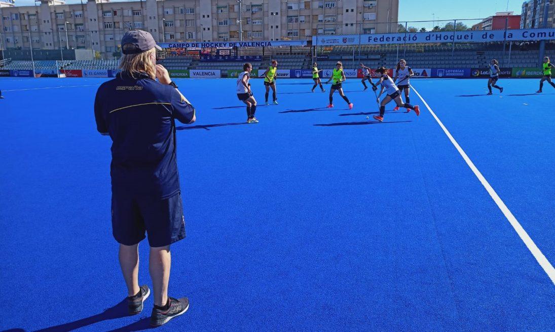 La selección absoluta femenina comenzó a ejercitarse en el azul de Beteró el pasado día 27 de octubre.