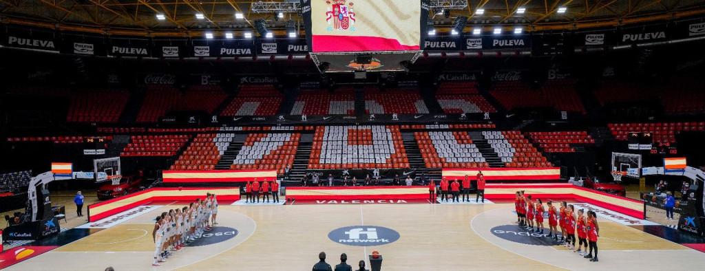 Momento del himno nacional España Rojo - España Blanco