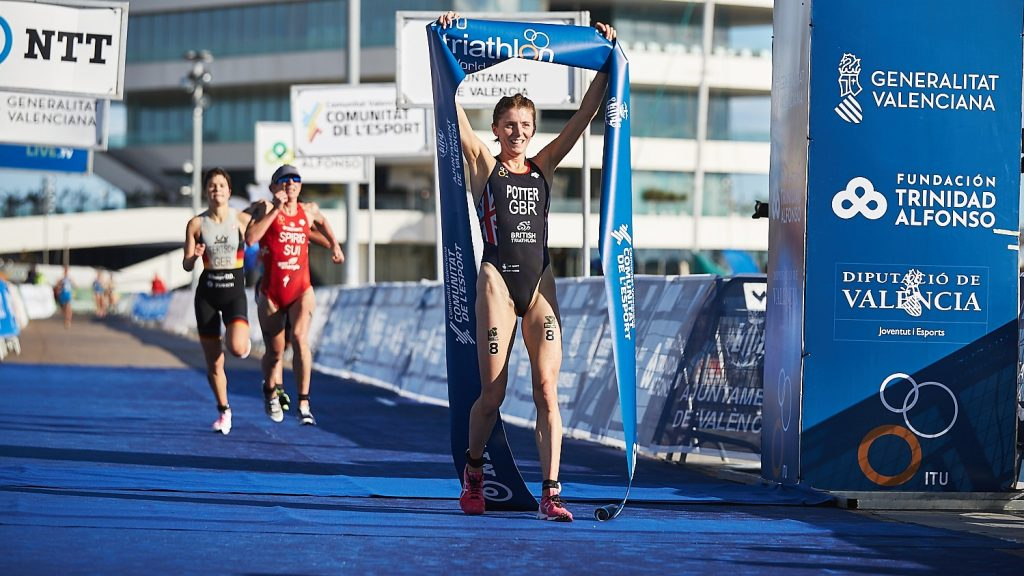 Potter de Gran Bretaña gana Copa del Mundo de Triatlon femenino en Valencia