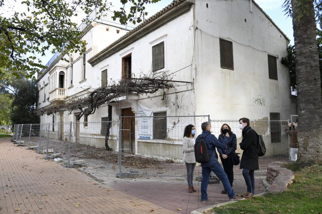 Paiporta visita a Villa Amparo