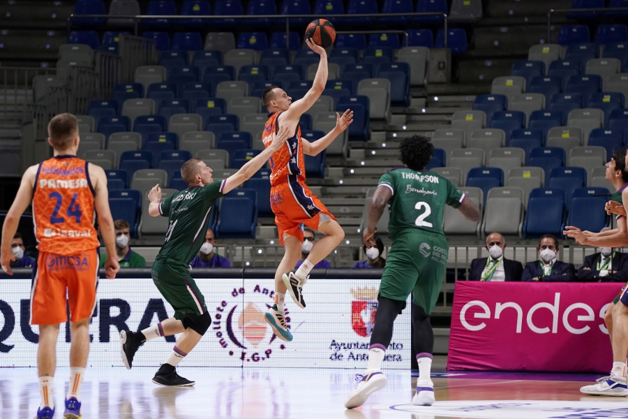 Valencia Basket gana al Unicaja de Málaga