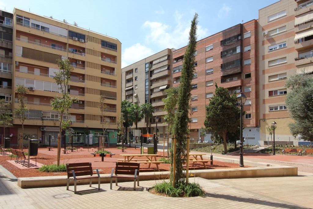 Jardín de la plaza de Amparo Arce, en Benimaclet