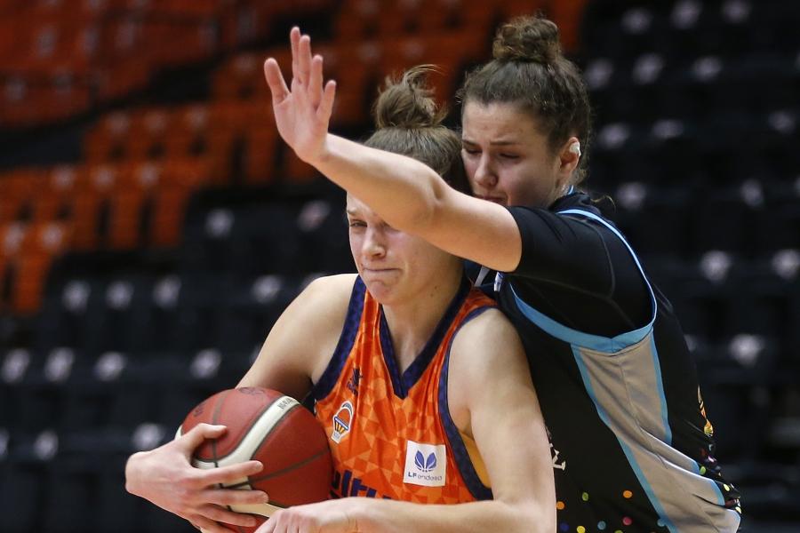 Valencia Basket vuelve a la liga femenina con victoria (74-61)