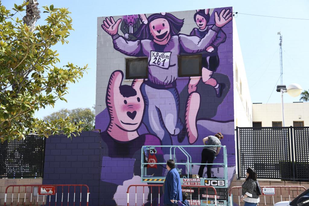 Mural Paiporta primera mujer en correr un maratón