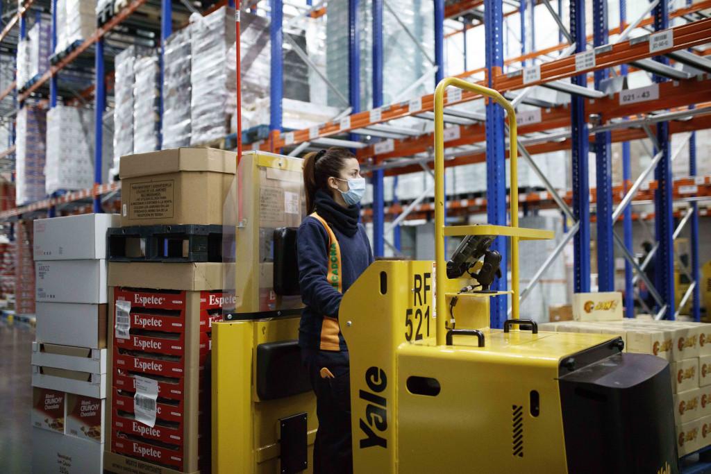 Trabajadora de Mercadona en el Bloque Logístico de Vitoria-Gasteiz en Araba/Álava