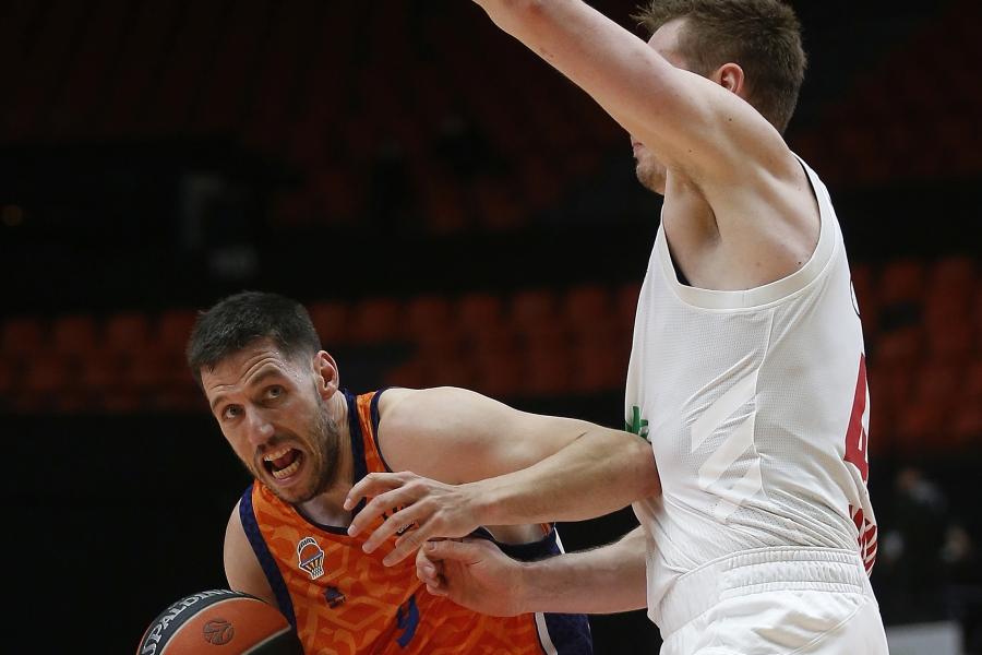 Valencia Basket sobrevive a una dura batalla para seguir optando al PlayOff (83-76)