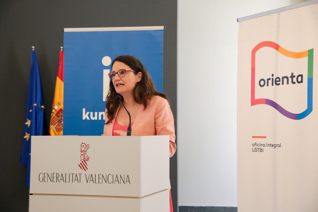 La vicepresidenta Mónica Oltra durante la presentación de los servicios 'Orienta' y 'Kumpania' en 2019