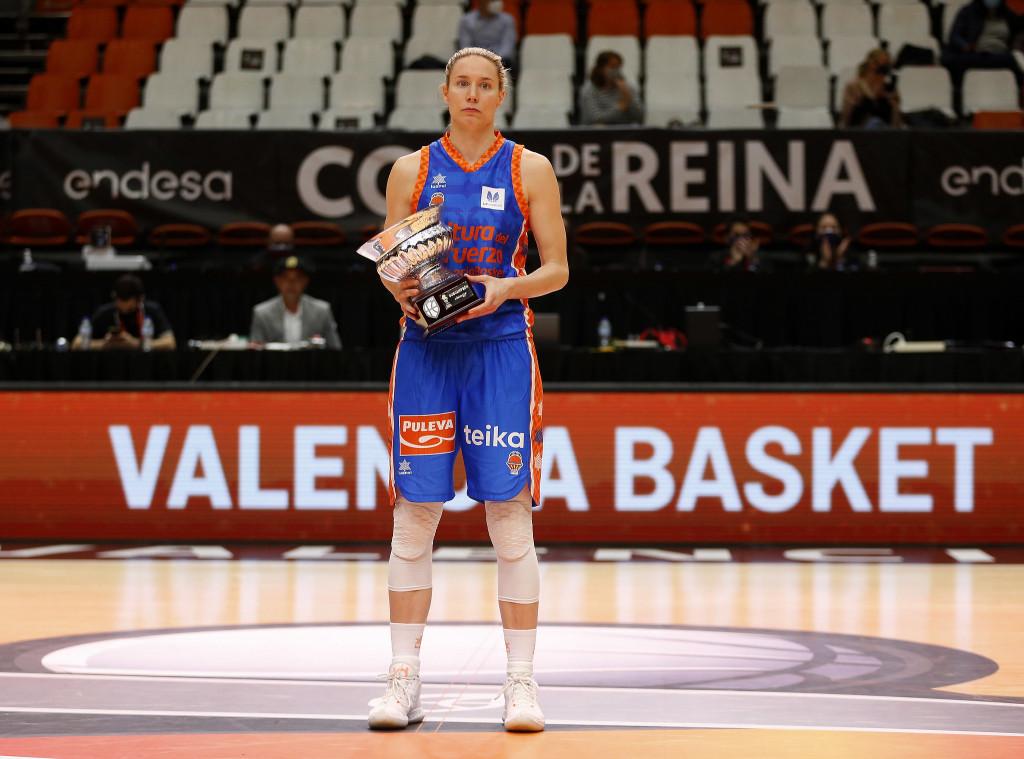 Anna Gomez 100 Partidos con VBC