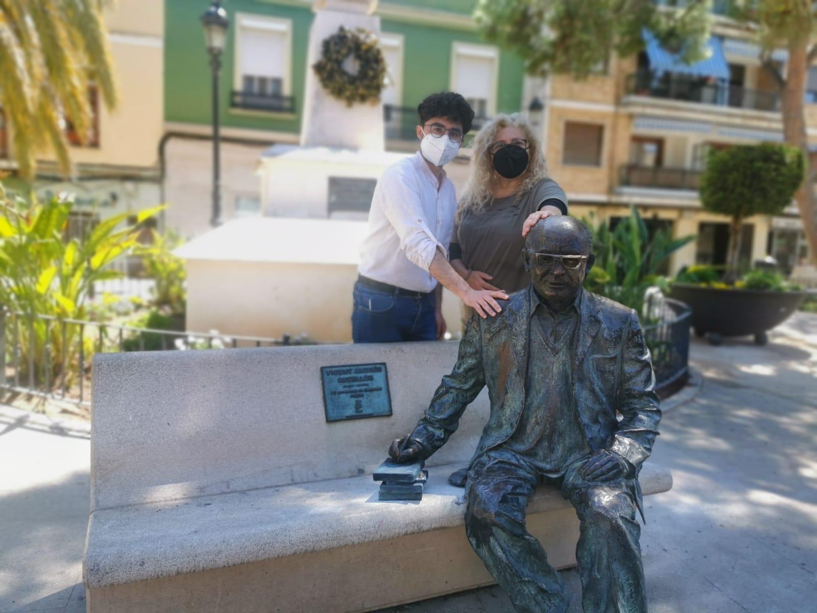 Estatua Estellés en Burjassot