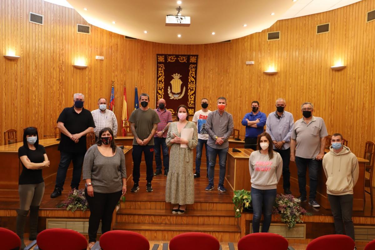 reunion ayuntamiento y peñas taurinas Moncada