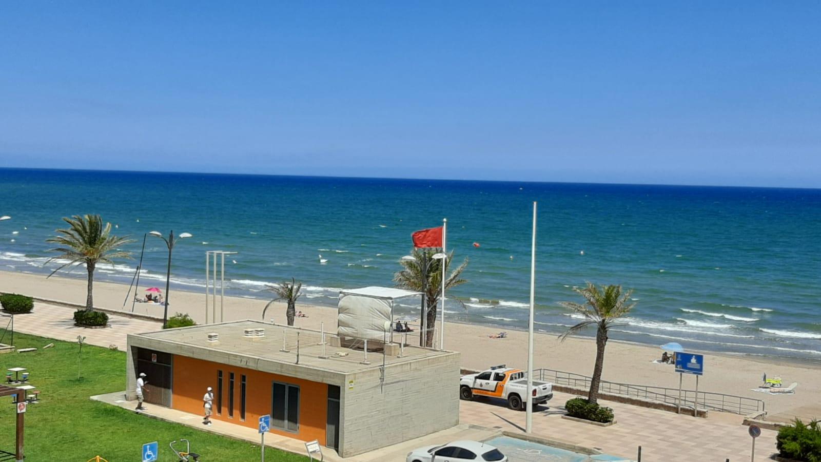 Port Saplaya playa bandera roja