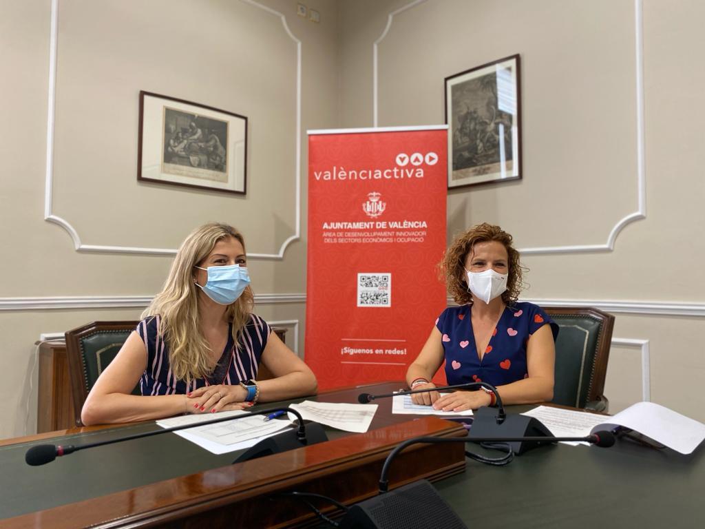 Pilar Bernabé y Rocío Briones se han reunido en el Ayuntamiento de València para tratar la incorporación de personas desempleadas.