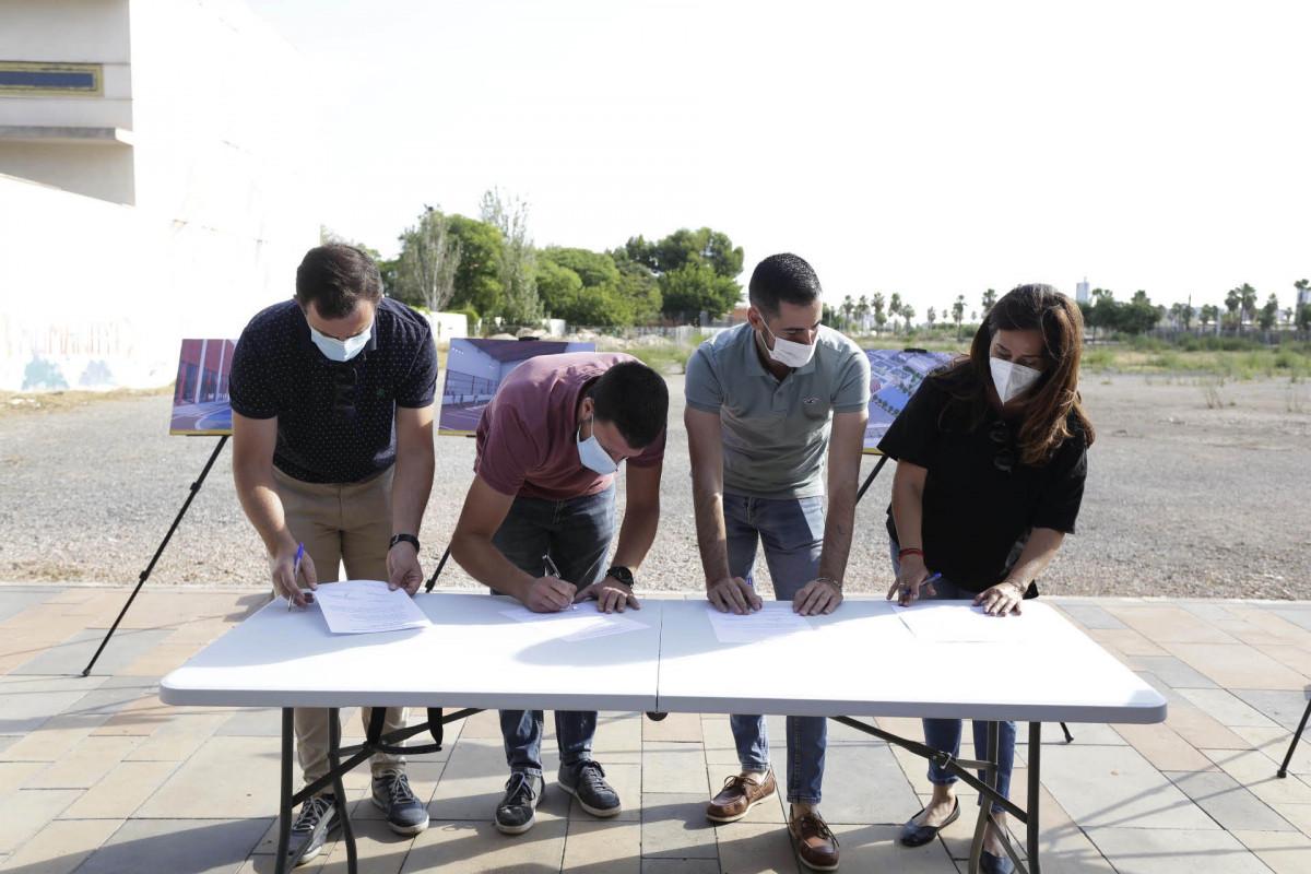 La firma del acta de replanteo del nuevo CEIP/ Fotos: Mislata