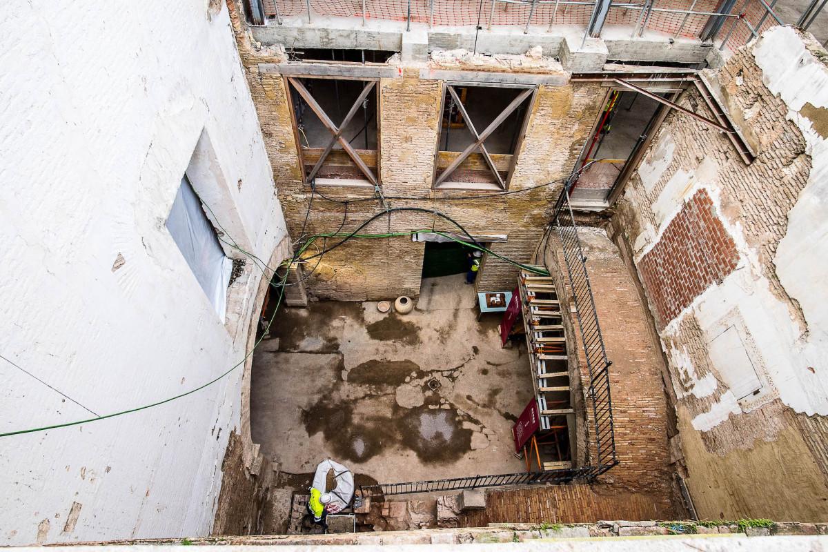 Entre las tareas de la última fase se encuentra la reconstrucción de la escalera del patio del palacio Valeriola