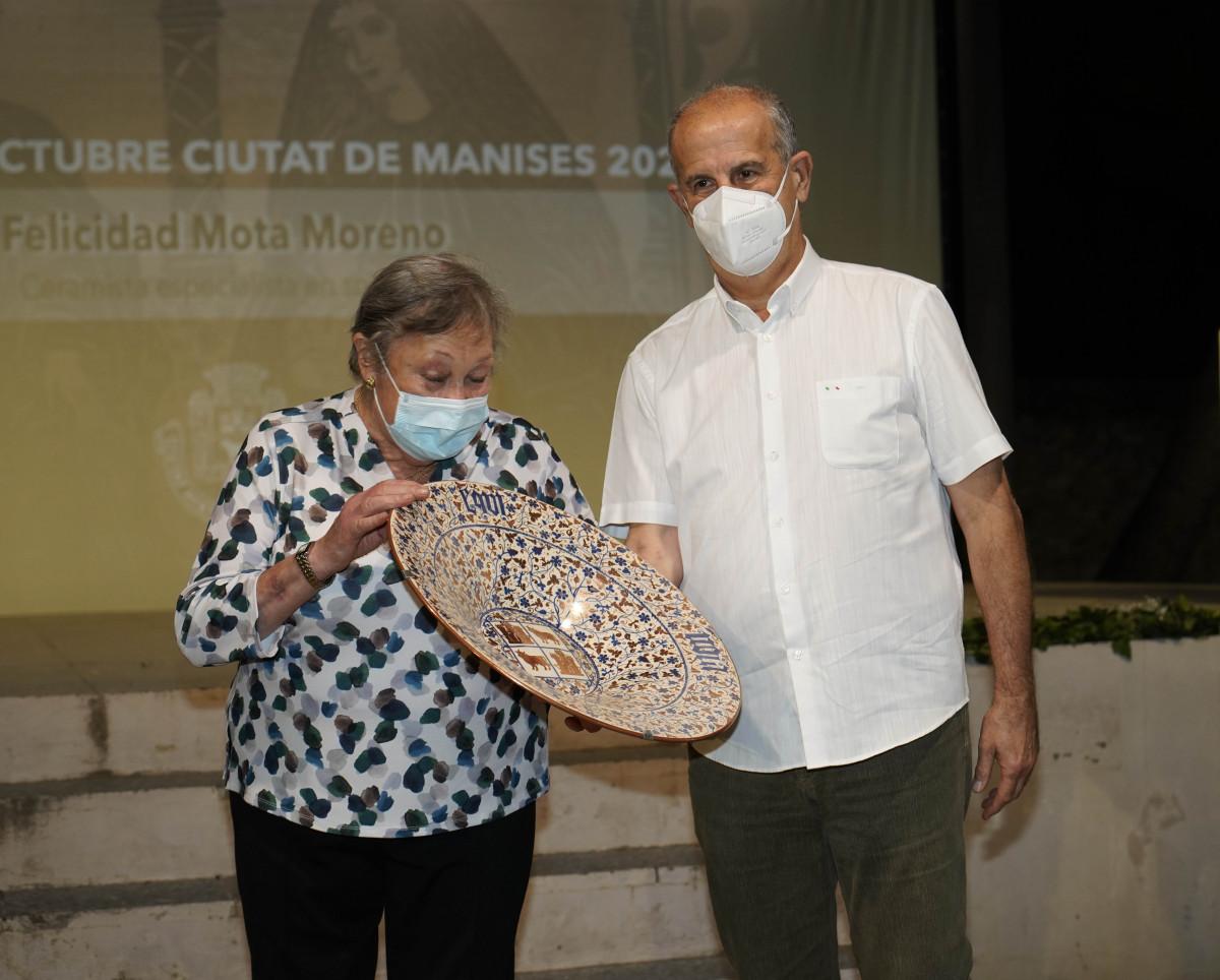 Felicidad Mota Moreno premio 9 Octubre Manises
